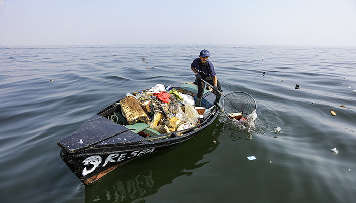 ReSea Project Collecting Plastic 2